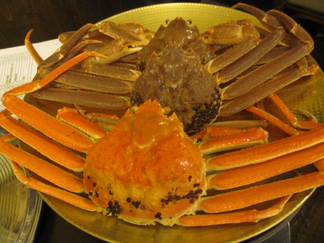 これが生の松葉蟹とゆでたもの