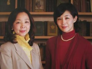 左が翻訳家の村岡美枝さん、右が花子とアンの原作者の恵理さん
